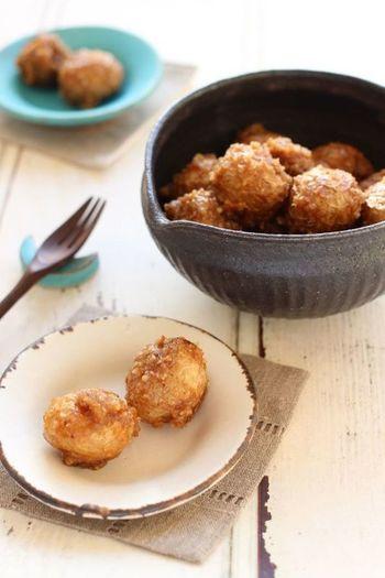 クルミに味噌を絡めた組み合わせが面白いレシピ。香ばしく濃厚な味わいが楽しめます。小さめの新じゃがでお試しあれ。