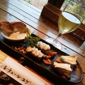 数種類のチーズの盛り合わせ。 白ワインや六甲ビールで、至福のひとときをお過ごし下さい!