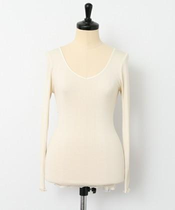 シルク素材でできた豊富なインナーのラインナップから、シンプルで使いやすい長袖インナー。しっとりとした着用感はシルクならでは。 まだまだ寒さを感じる...そんな日のお花見やお出かけに。長袖インナーは春も大活躍です。