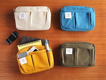 ポケットがたくさんついたインナーバッグは、ごちゃごちゃしがちなバッグをすっきりさせることができます。丈夫な帆布なら、長く使うことができますね。