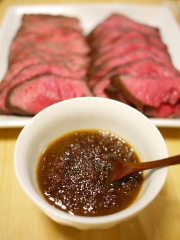 わさび×醤油の相性はバツグン!  つけダレにお好みの量のわさびを加えて、大人なローストビーフの味わいに。