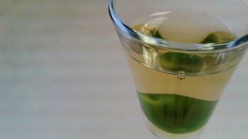 梅酒の爽やかな香りにはアロマテラピー効果があると言われます。梅酒の香り成分ベンズアルデヒドにより、大脳からアルファ波が出て、心も体もリラックス出来るそうです♪