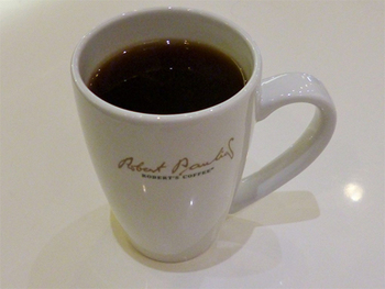 酸味が抑えられたやさしい味わいのハウスブレンド。日本ではまだ珍しい「エアロプレス」という方法で抽出されるコーヒーメニューもあります。