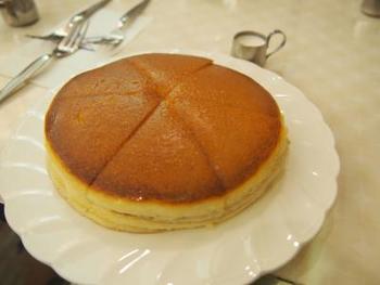 アメリカンに来たら必ず食べてほしいのが、昔ながらのふわふわのホットケーキ。メイプルシロップではなく、普通のシロップでいただくホットケーキは、お母さんが作ってくれたホットケーキを思い出す優しいお味。