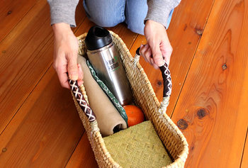 底が平、形も横長なのでお弁当箱や水筒もぴったり収まり便利です。