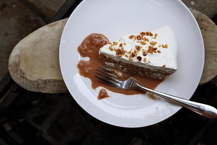 女性が大好きな、甘いスイーツ。美味しいけど、美容の大敵でもあるたっぷりの生クリームやお砂糖は、「糖化」を引き起こして、お肌のお悩みの原因になっていることも・・。