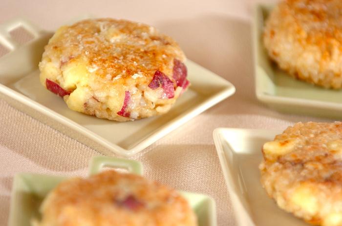 すりつぶした玄米ご飯とサツマイモを合わせた素朴なおやつです。レシピではこしあんを使用していますが、こしあんを使わなくてもサツマイモのほのかな甘さだけで満たされるレシピです。
