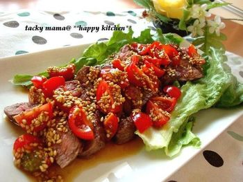 ローストビーフのサラダはたくさんありますが、こちらはステーキのサラダ♡ 彩りもよく、食欲もかなりそそられちゃう!
