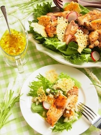 野菜だけのシンプルなサラダも好き♡だけどこんなご馳走サラダがあったらもっと楽しく会話も弾みます。 お客さまにも褒められちゃう「ご馳走サラダ」をいろいろなアイディアで作ってみたくなりますね♪