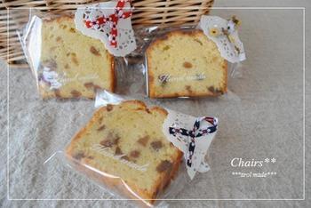こちらは、手作りのお菓子のキレイな断面の邪魔をしないようにさり気なくワンポイントで使っています。