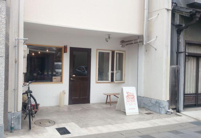 松本の人気カフェでも使われるコーヒー豆はここで手に入ります。本格自家焙煎の味を自宅でも楽しめますよ。