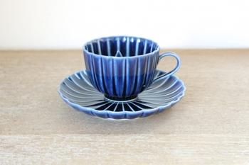 深みのある青が趣深い、美濃焼のカップも素敵!落ち着いた音楽を聴きながら、こんな素敵なカップで優雅にコーヒータイムを過ごしてみたい!
