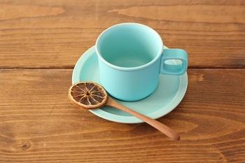 柔らかい色合いがお好みなら、ふんわりとした優しい水色が爽やかな4th-marketのカップを。