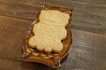 かわいすぎて食べられない!カフェのメニューにはこんな、フクをモチーフにしたクッキーもあります。そのほか、マリモをモチーフにしたカレーもあるのだそう。