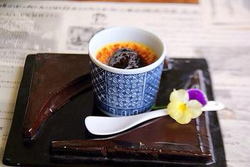 マーロウオリジナルの美濃焼の陶器入りのブリュレプリン。和の雰囲気がしっとり素敵!食べ終わった後も大切に使いたくなりますね。