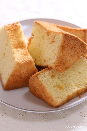 絹のような口どけの米粉のシフォンケーキ。オレンジピールの爽やかな風味が、ティータイムを華やかにしてくれそう。