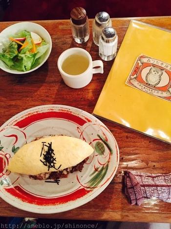 一見オムライスのようですが、ケチャプご飯ではなく和風の味付けに仕上げた和風オムライスです。