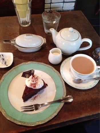 店内ではケーキ屋、パフェ、コーヒーなどが頂けます。