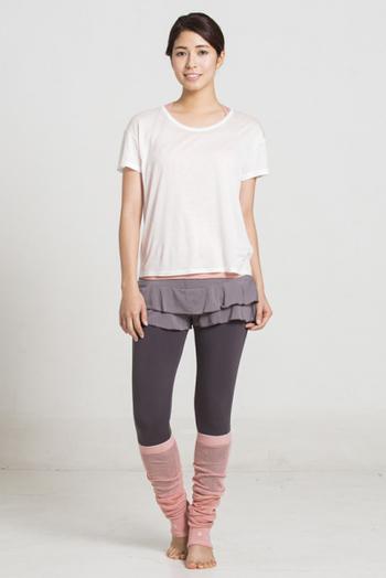 一見スカートのように見えて、実はショーツのティアードショーツはスリアの大人気アイテム。写真のように、レギンスと組み合わせて着るのがおすすめです。裾からのぞくティアードのフリルが、女性心をくすぐります♪