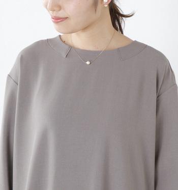 柔らかなコットンパールは、繊細で少しかわいらしい印象に。柔らかでナチュラル。
