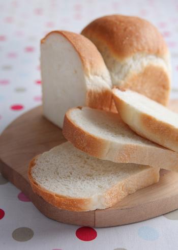 ごはん派も食べたくなる、米粉の食パン。米粉は、お米と同じように産地によっても違うようですので、いろいろ試してみるのも楽しそうですね。