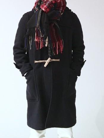 女性男性関係なく冬のファッションは暗くなりがちですよね。 差し色にジョンストーンズを選んでみてはいかがでしょうか。