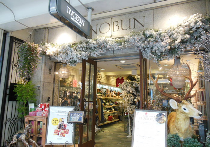 INOBUN(イノブン)は京都を中心に10店舗以上展開している雑貨店ですが、四条にある本店はビルの地下から地上4階まで全てINOBUN!欲しいものが絶対見つかる雑貨店です。