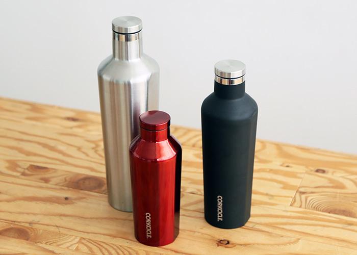 製氷機の氷も入る広口が特徴の、スタイリッシュなドリンクボトル。なんと、保冷25時間、保温は12時間と長時間の保温保冷効果に優れています。結露もしないので、持ち運びも安心。270ml、500ml、750miの3種類あります。