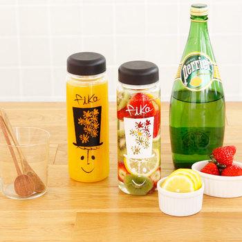 こちらは、リユースボトルで有名なRIVERSのボトルに可愛らしい友澤 健太郎さんのイラストをプリントしたマイボトルです。「fika」という名前は、スウェーデン語でお茶しよう!という意味だそう。
