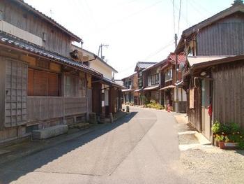 """""""昭和""""を感じさせる、どこか心懐かしい町中の風景。"""