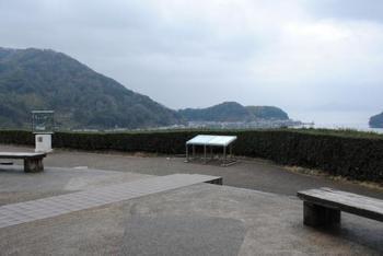 ここはぜひ訪れて欲しい展望スポット。  小高い丘の上にあり、伊根湾や舟屋群、若狭湾を一望することができます。