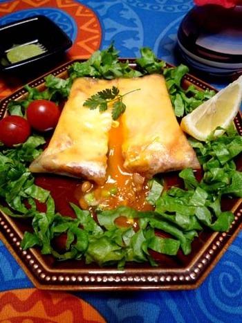 納豆と半熟卵とチーズがねばとろりんなブリック。