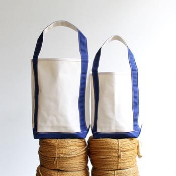 こちらは、名前の通りバゲットを入れるためのトートバッグシリーズ。縦長で持ち手も手前についているので、本や新聞などを入れるのにもぴったりのサイズです。カラー展開も豊富。ベーシックな着こなしや、ナチュラルなファッションにも自然と溶け込みます。