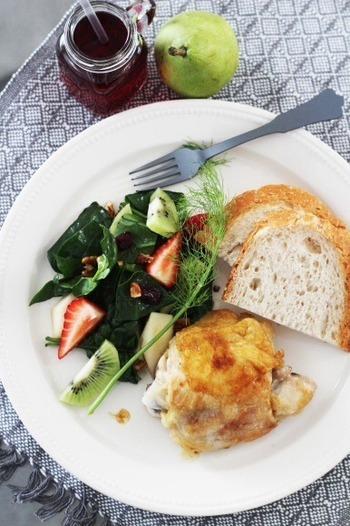 メープルシロップに醤油。一見変わった組み合わせですが、その自然な甘辛さが絶妙で万能です。 パンにもご飯にも合うので、ぜひ一度試してみて♪