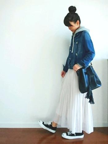実際に服を着ている時は、じっとせずに動いていることがほとんど。試着する時には、歩いた時にその洋服を着た自分がどんな風に見えるかもしっかりチェックしましょう!