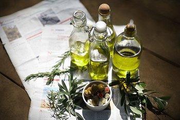 オリーブオイルは他のオイルに比べ、良質な脂肪酸のオレイン酸を主成分に、少量のリノール酸が含まれています!