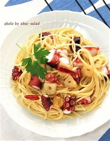 オリーブオイルを使った定番のお料理といえばパスタですよね。特にシンプルなペペロンチーノはオリーブオイルの美味しさが決め手になります!