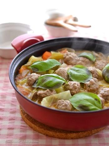 お鍋の具材としても活躍するミートボール。 トマト鍋にすれば、大人から子供までみんなが喜ぶ味になります。