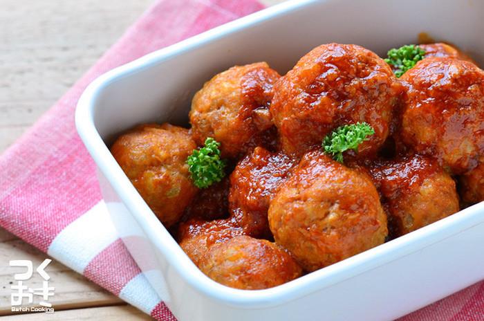 こちらは豚ひき肉で作る、ふわふわミートボールです。 冷蔵で5日ほど日持ちするそうなので、作り置きしておけばお弁当やちょっとしたおかずとして使えますね。