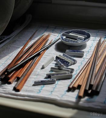 無塗装で木そのものの美しさを最大限に引き出している「東屋」の「木箸」。使う前に水に濡らししっとりとさせ、使い終わったら洗って乾燥させる、そのひと手間も楽しくなるようなお箸です。