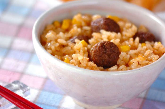 こちらはなんと、ミートボールの炊き込みご飯のレシピです。 基本のミートボールを調味料とお米と一緒に炊くだけ!