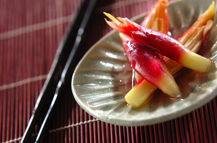 爽やかなピンク色が綺麗なみょうがの甘酢漬けは、暑い時期になると食べたくなる方も多いのでは? 基本の甘酢漬けのレシピです。