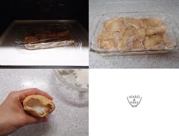 油揚げにおだしを吸わせてレンジで加熱後、ラップの落し蓋をして冷まします。これでしっかり味がしみこみますよ。あとは酢飯を詰めてできあがり。本当にパパッと作れるので、お弁当にもぴったりですね。