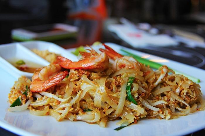 """東南アジアならではの""""辛み・甘味・酸味""""といった、様々な味が楽しめるタイ料理。今回ご紹介した美味しいレシピをぜひ参考に、おうちでも本場さながらのエスニックの味を堪能してくださいね♪"""
