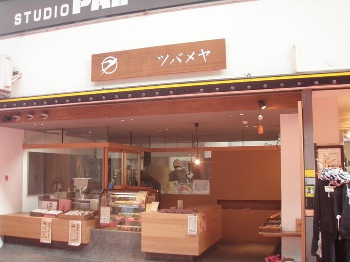 「どら焼き」で有名なツバメヤ。 入りやすい明るい店内では、心を込めて作られた数々の和菓子が私たちを迎えてくれます。