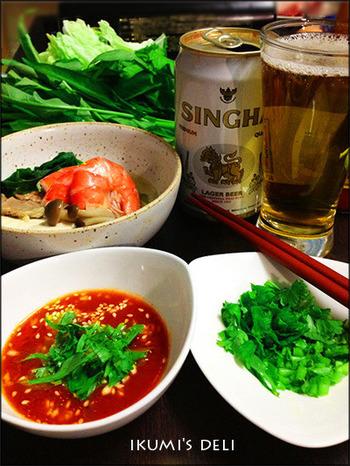 """タイにも鍋料理があるのをご存知ですか?日本のしゃぶしゃぶに似た""""タイスキ""""は、現地でも人気の鍋料理。いつものお鍋をタイスキ風にアレンジして、エスニック気分を味わってみませんか?タレが決め手です!"""