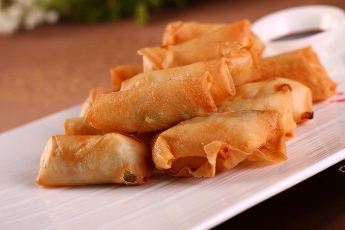 外はカリッ、中はとろ~り五目餡がたまらない中華料理の定番の『春巻き』。自宅で手作りすると出来立てアツアツで美味しいですよね。
