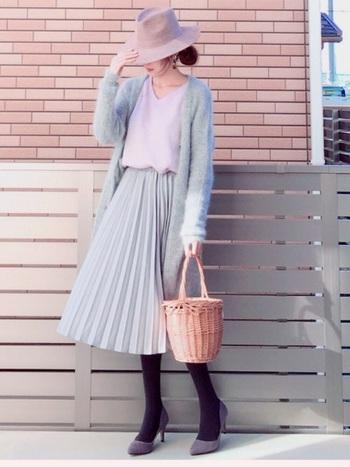 女の子らしい優しいラベンダーカラーは、淡いグレーと相性◎。ふわふわした素材もパステルカラーのきれいさを際立たせてくれますね。