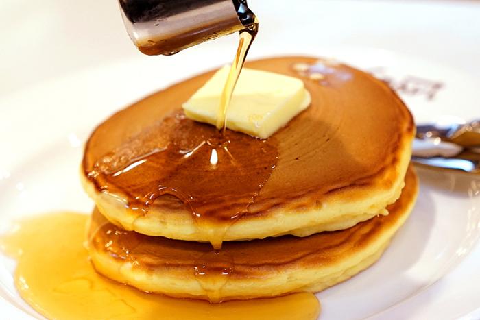 スマート珈琲店といえば、いちばん有名で多くの人が注文するのはホットケーキ。