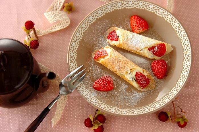 春巻きの皮を使ったサクサク食感が楽しいイタリア風のスイーツです。季節のフルーツで楽しんでみて!